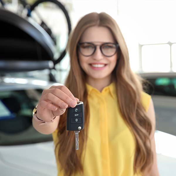 Mädchen Autoschlüssel